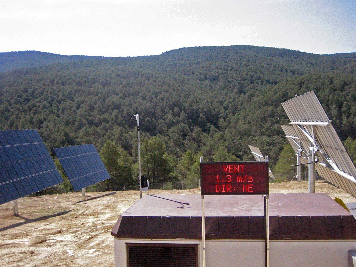 Diferents camps solars per a la venda d'electricitat a xarxa: dipòsit controlat de residus a Bufalvent (Manresa), ajuntament St. Joan de Mediona, naus industrials i particulars