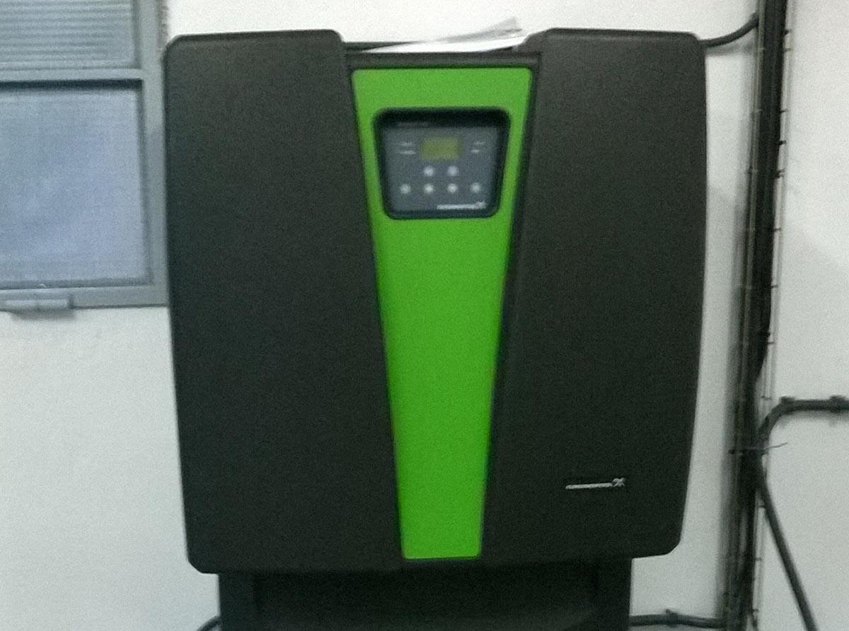 Subministrament i muntatge de generador de diòxid de clor 60 g/h per a tractament en pre y post-desinfecció en el dipòsit de Lluçà.