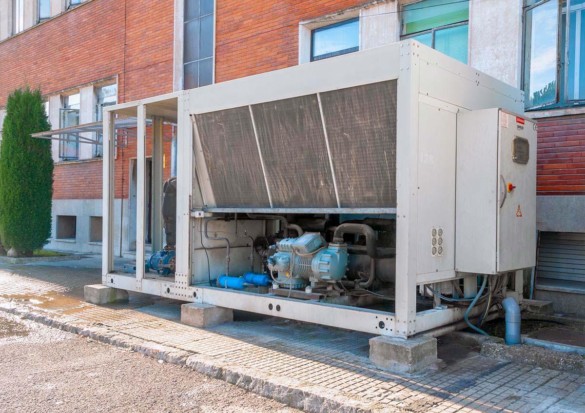 Manteniment sistema de refrigeració industrial a les instal·lacions de Pirelli Manresa